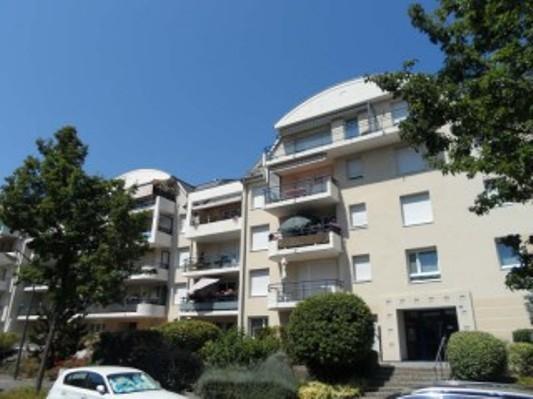 Bischheim studio 33 m2 avec balcon et parking.